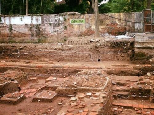 Các địa tầng được khai quật tại điện Kính Thiên