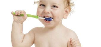 Lưu ý khi chăm sóc răng miệng của mẹ đối với trẻ