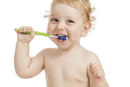 Lưu ý khi chăm sóc răng miệng cho trẻ