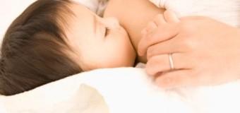 Một số điều cần lưu ý khi nuôi con bằng sữa mẹ