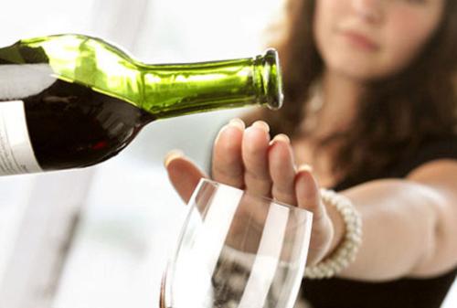 Mẹ bầu không nên uống rượu