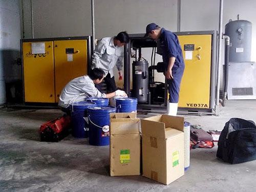 Thay thế bộ lọc khí cho máy lạnh
