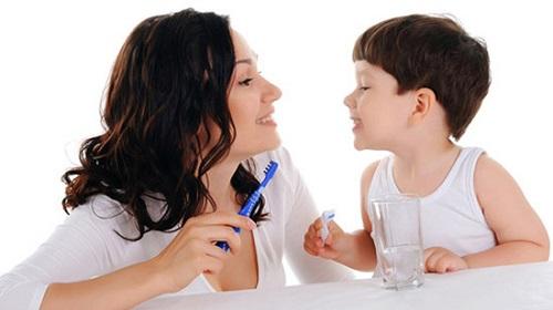Chăm sóc răng sữa cho trẻ nhỏ