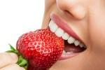 Thực phẩm làm sạch và trắng răng tự nhiên hiệu quả