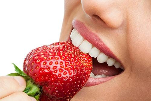 Thực phẩm làm sạch và trắng răng tự nhiên