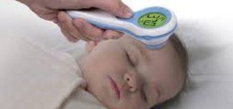 Nên sử dụng nhiệt kế đo tai hay đo trán