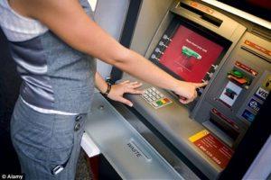 Học cách rút tiền ATM an toàn để bảo vệ tài khoản của mình