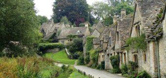 Tham quan ngôi làng đẹp nhất nước Anh
