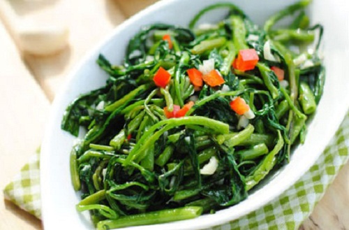 Tránh ăn rau muống vì có thể để lại sẹo lồi