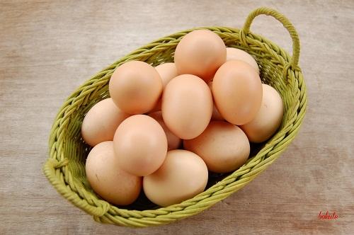 Không nên ăn trứng gà sau khi phun mày tán bột