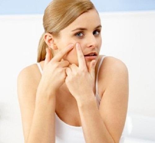 Nặn mụn gây nhiễm trùng da