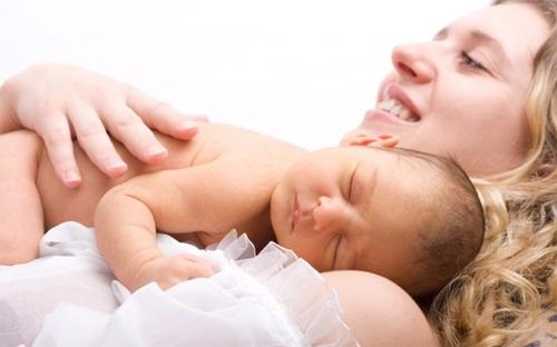 Luôn cho con bú ngay sau khi sinh