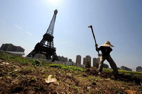 Tháp Eiffel sừng sững ở Trung Quốc