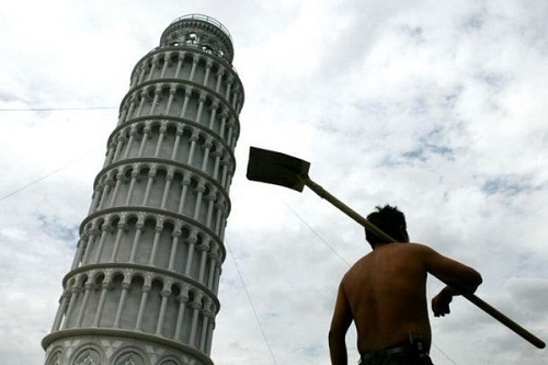 Tháp nghiêng Pisa cũng là đối tượng không may mắn bị làm nhái