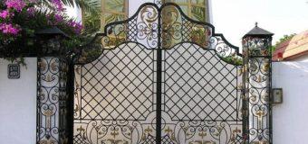 Giúp ngôi nhà đẹp hơn với hai phong cách cửa sắt độc đáo