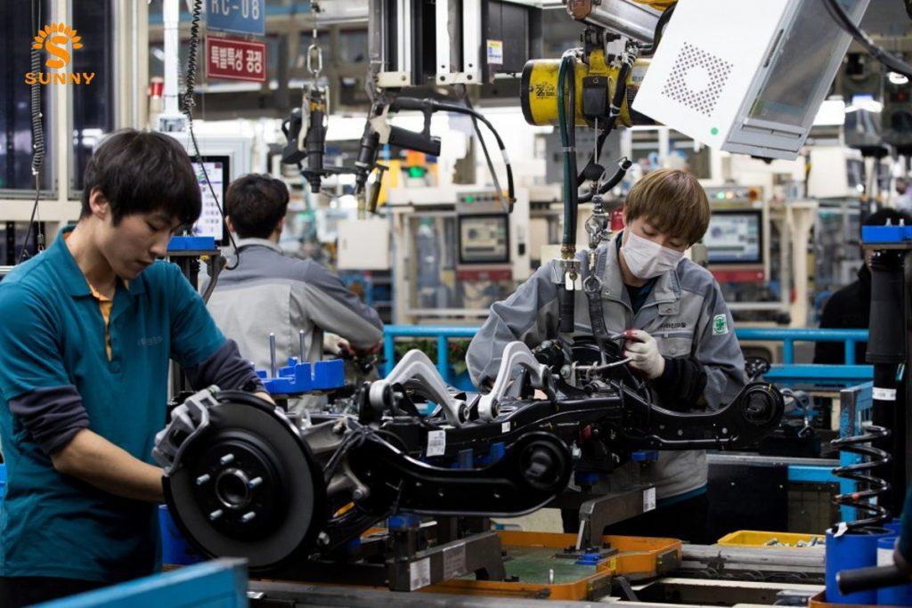 Khối ngành kỹ thuật - Điện tử đang thu hút nhiều sự lụa chọn của sinh viên khi họ phân vân nên chọn ngành gì khi du học tại Hàn Quốc