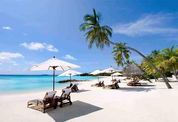 Bãi biển Nha Trang thơ mộng, xinh đẹp