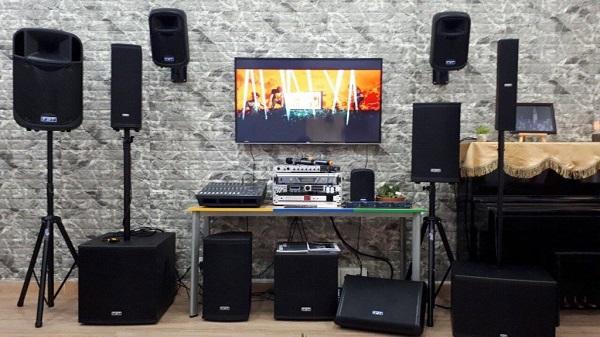 Chọn dàn karaoke gia đình phù hợp với không gian xung quanh