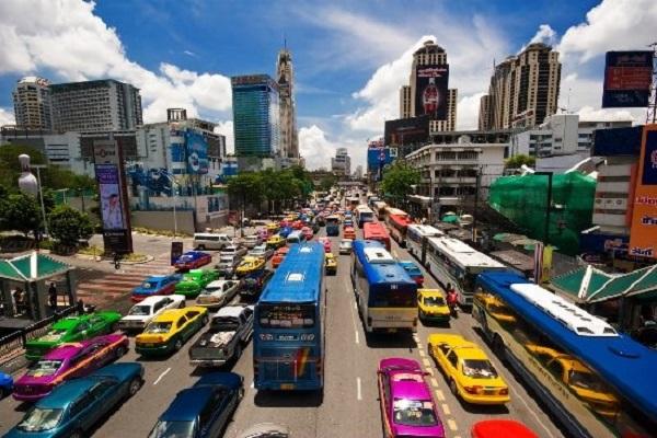 Người dân Thái Lan đi bên trái đường