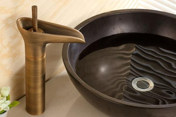 Phụ kiện phòng tắm bằng đồng có nhiều thiết kế cho khách hàng lựa chọn
