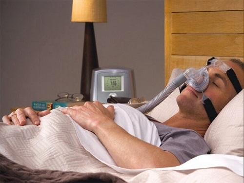Sử dụng máy tạo oxy cho bệnh nhân suy hô hấp tại nhà
