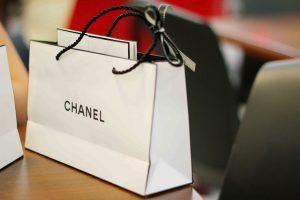 Túi giấy Chanel đơn giản, tinh tế