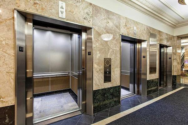Khi lắp đặt thang máy tải khách phải đặt yếu tố an toàn lên hàng đầu