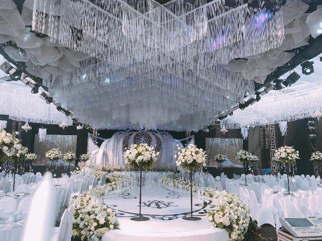 Trang trí đám cưới với hoa tươi