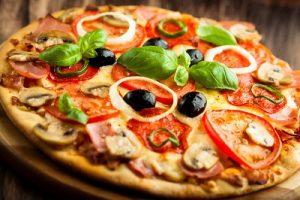 Bánh pizza được chế biến từ sản phẩm đông lạnh
