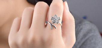 Bạn nữ nên đeo nhẫn ngón tay nào?