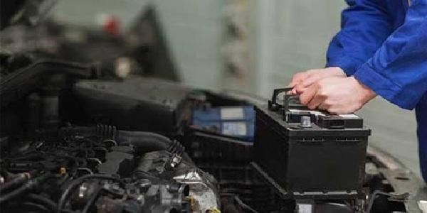 Bạn cần chọn bình ắc quy có mức điện áp phù hợp với xe