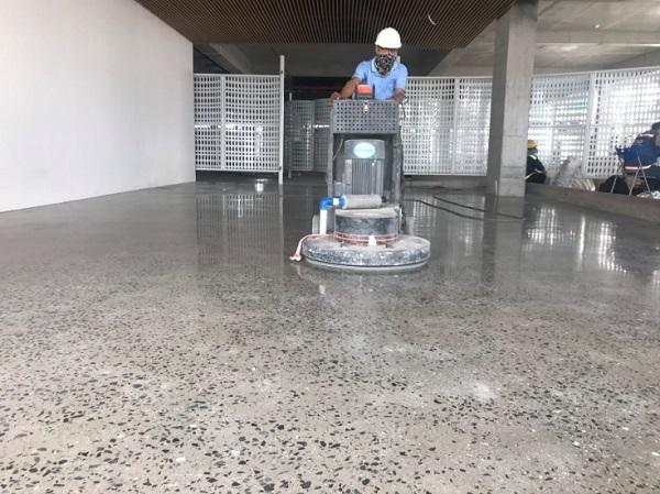 Dịch vụ đánh bóng sàn bê tông tại tphcm của Hoàng Gia Group sử dụng máy móc hiện đại
