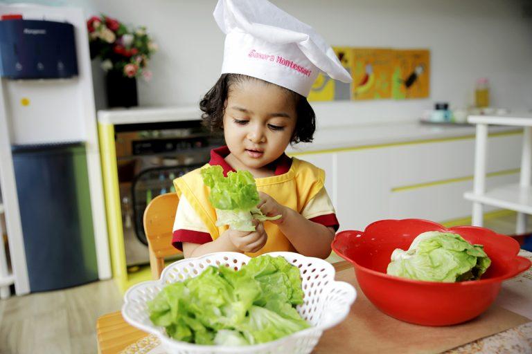 phương pháp dạy trẻ tự lập - xây dựng bảng phân công việc nhà cụ thể cho từng thành viên trong gia đình