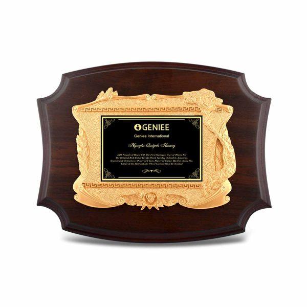 Bảng vinh danh gỗ đồng đầy sang trọng pha lẫn nét cổ điển