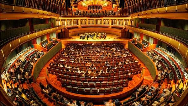 Tour Singapore Malaysia giá rẻ và công trình nhà hát lớn