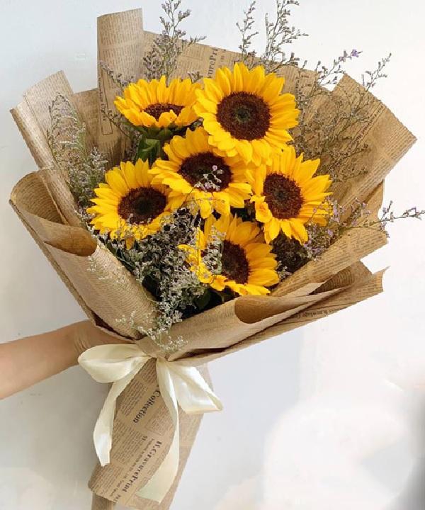 Một bó hoa thay cho lời chúc cũng là một cách để tri ân thầy cô vào ngày 20/11