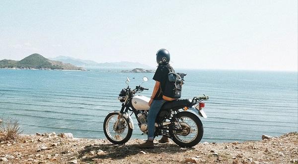 Dùng xe máy làm phương tiện di chuyển ở Nha Trang