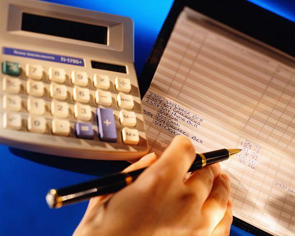 Nên tuyển kế toán riêng hay thuê ngoài