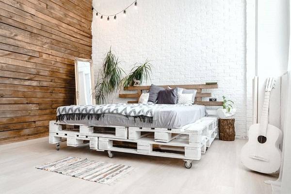 Giường pallet bằng gỗ có bánh xe