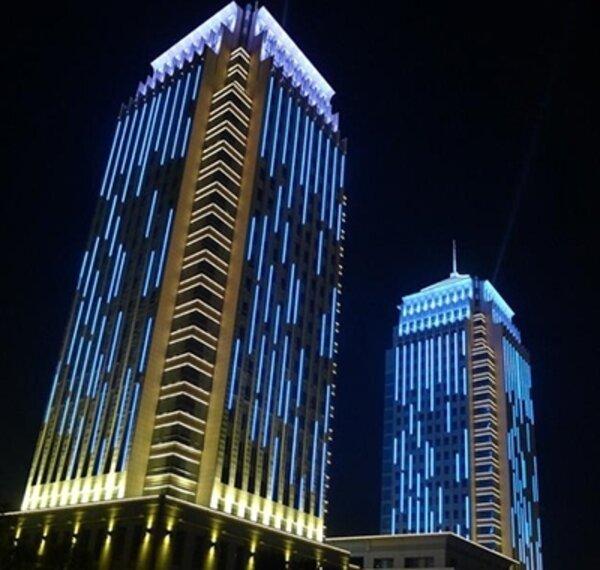 Một số mẫu trang trí với đèn LED thanh trang trí tòa nhà