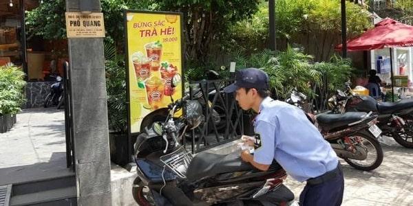 Mô tả công việc của nhân viên bảo vệ giữ xe quán cafe