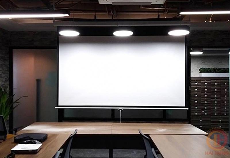Cách chọn mua màn chiếu điện giá rẻ