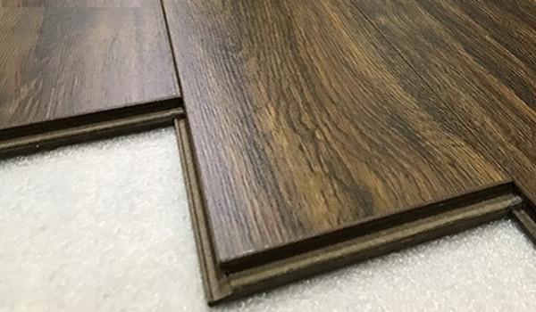 Sàn nhựa vân gỗ bao gồm mấy loại?