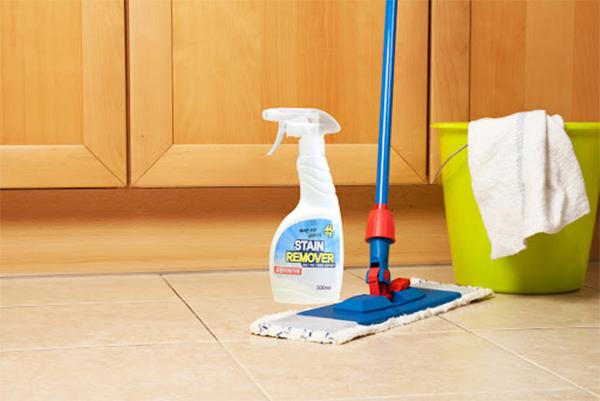 Chọn nước tẩy sàn nhà phù hợp cho từng loại sàn như thế nào?